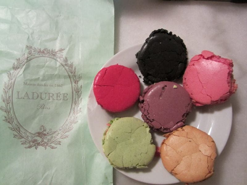 Fabuleux Our Discovery of French Macarons: A Review of Ladurée Macarons VR22