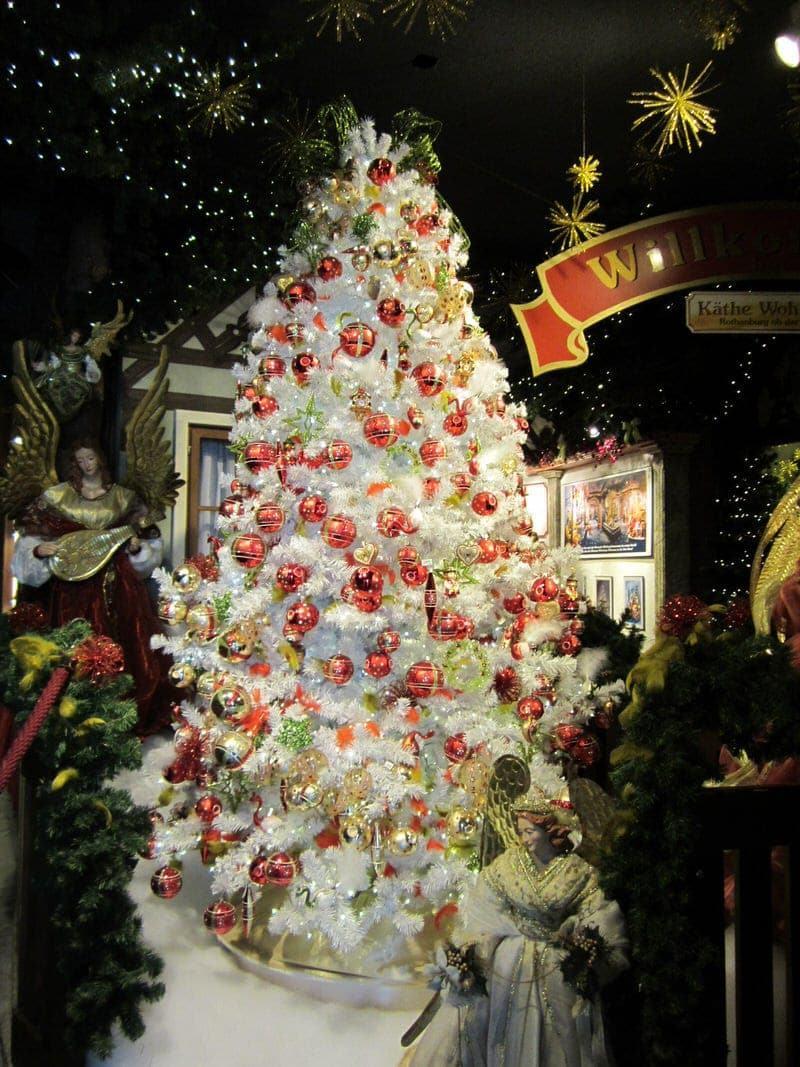Christmas market shopping in Rothenburg ob der Tauber