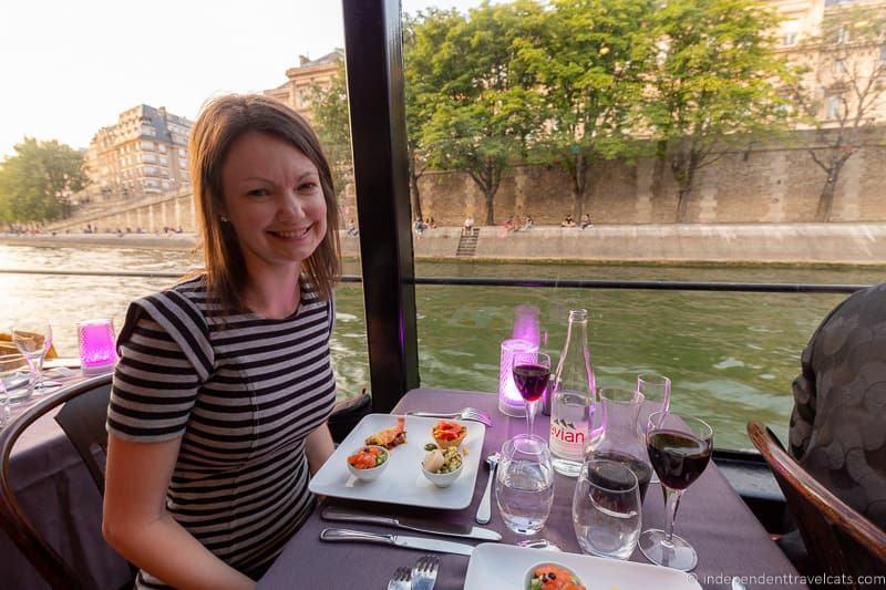 Paris dinner cruise Seine river boat dinner cruise