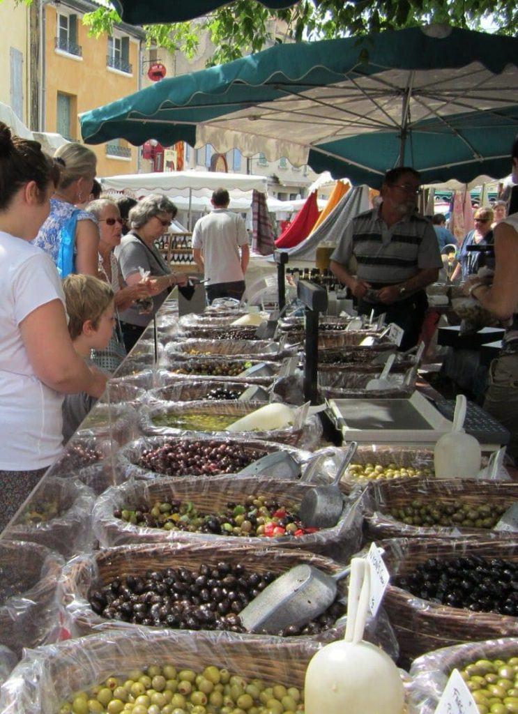 L'Isle-sur-la-Sorgue Sunday market Isle sur la Sorgue Provence makerts antiques Luberon