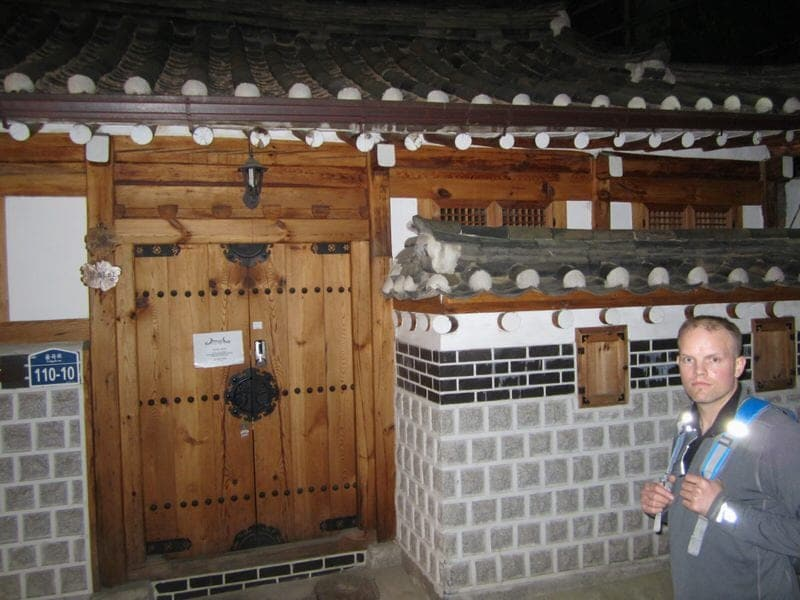 hanok houses in Seoul South Korea Bukchon