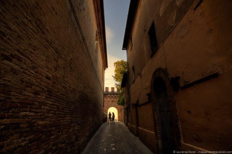 castello di gradara couple and city walls