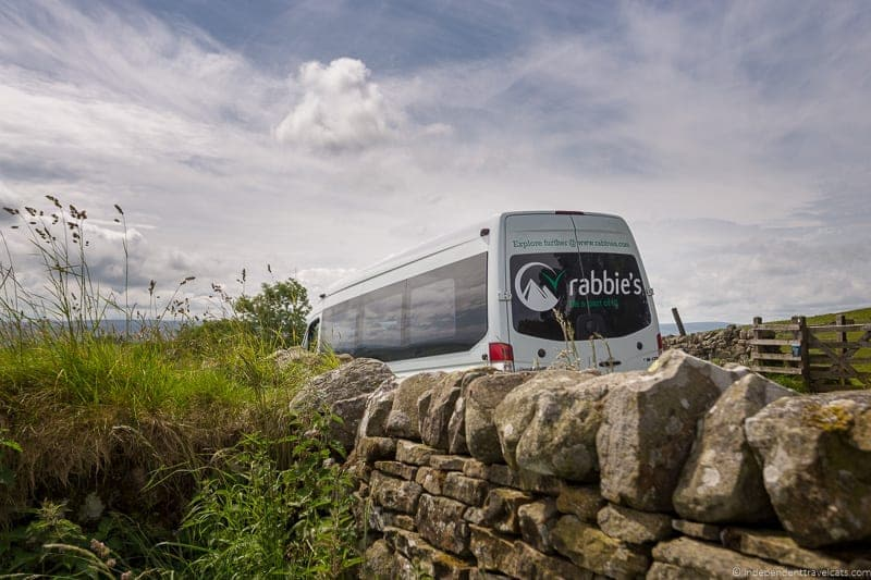 Rabbie's guided tour how to get from London to Edinburgh Scotland