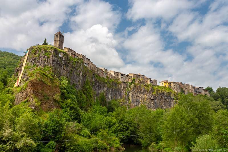 Castellfollit de la Roca La Garrotxa Pyrenees Catalonia Spain