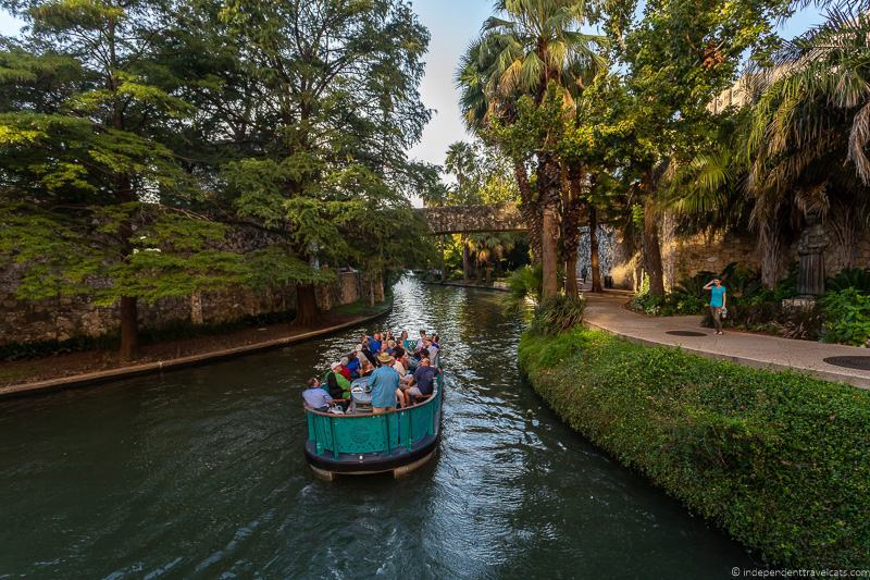 San Antonio River Walk attractions near The Alamo Paseo del Río San Antonio Texas