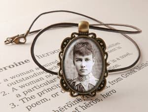 Nellie Bly necklace travel jewelry jewelry for travelers travel themed jewelry jewellery for travellers