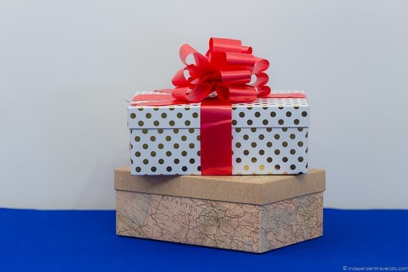 gift boxes travel gift guide best gifts for travelers traveler gift ideas