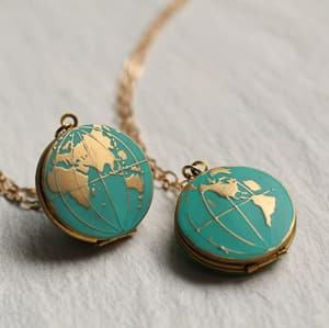 world map locket photo locket travel jewelry jewelry for travelers travel themed jewelry jewellery for travellers