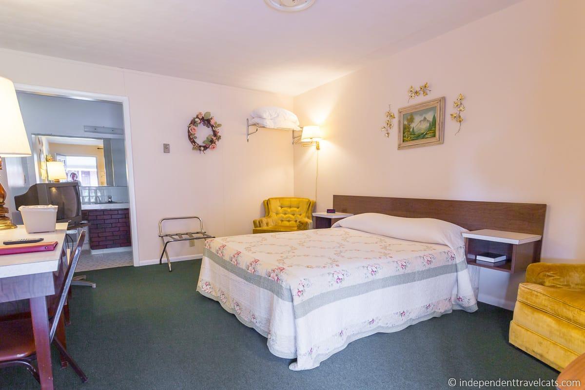 Munger Moss Motel room Lebanon Missouri historic Route 66 motel